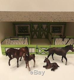 Rare Vintage Breyer Stablemates Family of Four Horses & Stable 1970s
